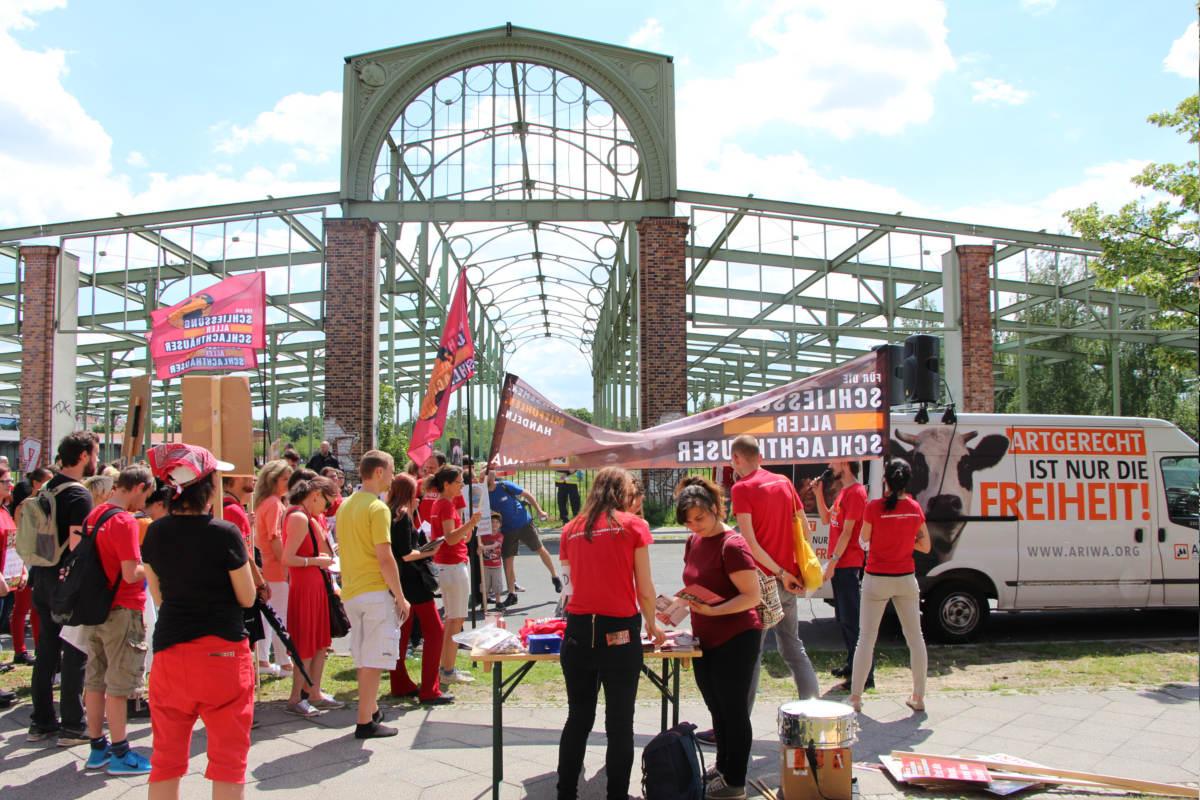 Demo zur Schließung aller Schlachthäuser Berlin