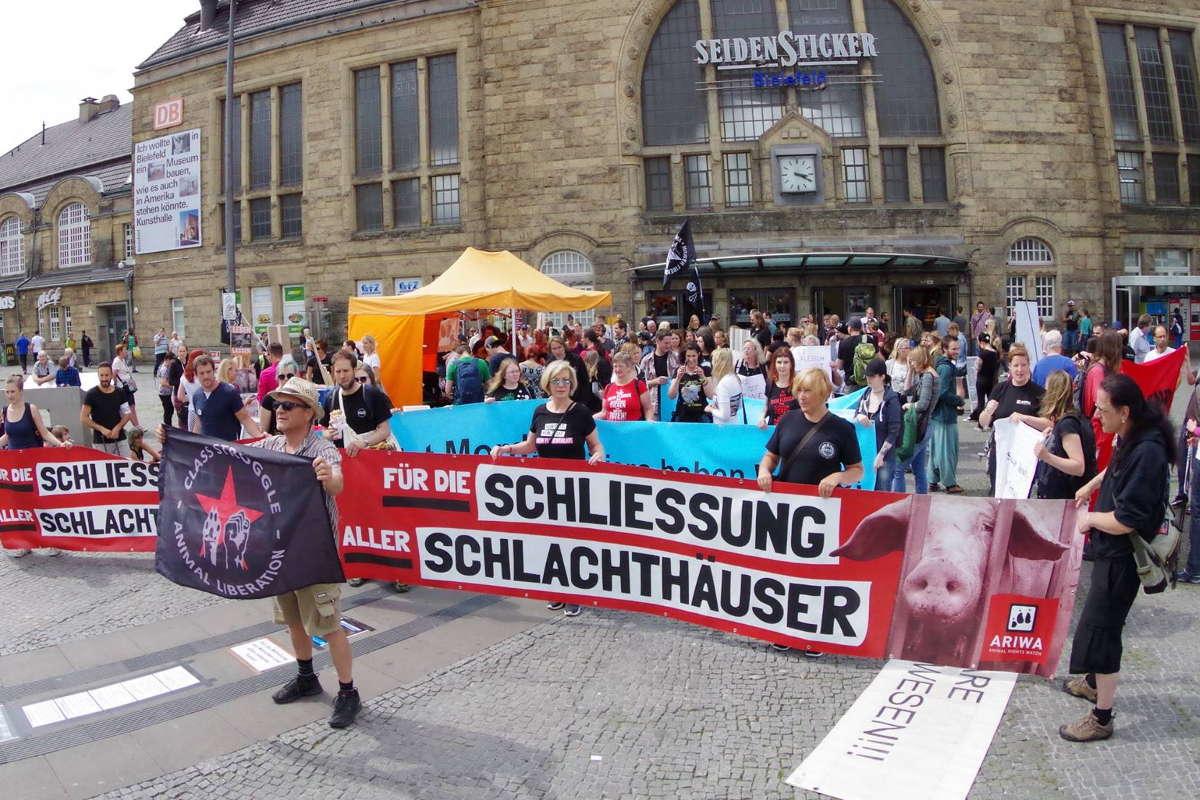 Demo zur Schließung aller Schlachthäuser Bielefeld