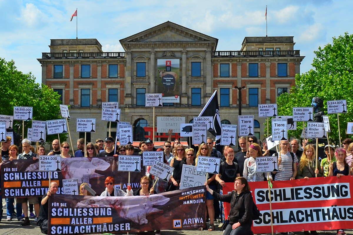 Demo zur Schließung aller Schlachthäuser Bremen